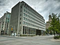 iQ Office Suites Inc. - 250 University, Toronto - M5H 3E5